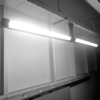 Koppelbare-Design-lamp-Zwart-Aan
