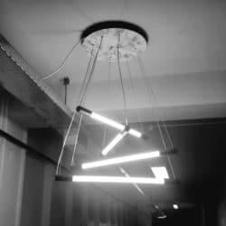 hanglamp-met-meerdere-lampen-gang-aan