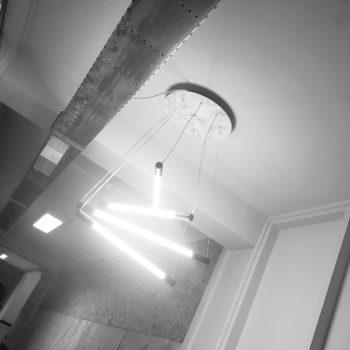 hanglamp-met-meerdere-lampen-zijkant-aan