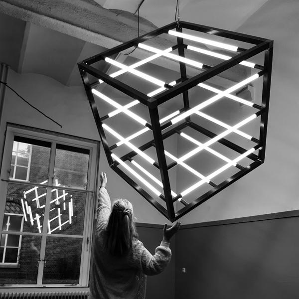 Kubus-Lamp-18-LED-Buislampen-met-Irene