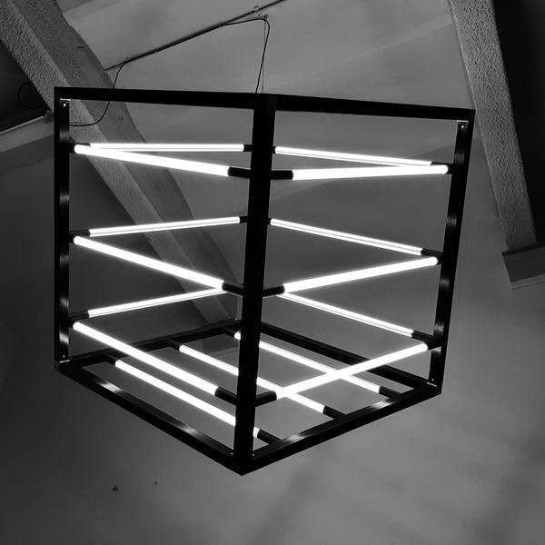 Kubus-Lamp-bestaande-uit-18-LED-Buislampen